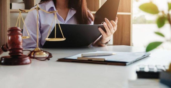 How to Successfully Get a Job as a Lawyer in a Company – In 2021