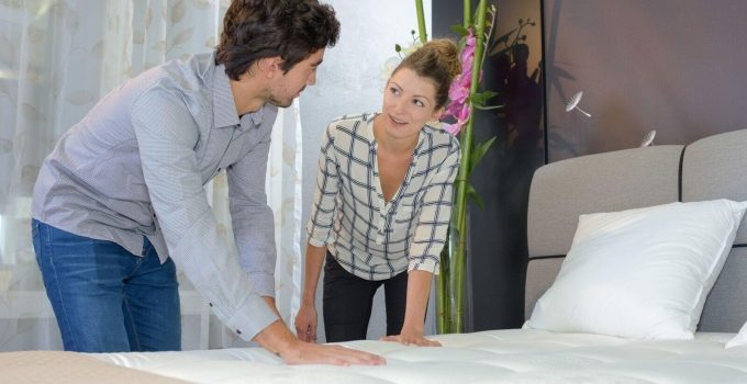 7 Signs it is Time to Replace Your Old Mattress